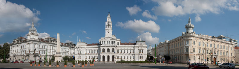 800px-Arad_Rathaus_3940-43[1].jpg